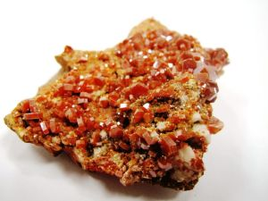 how crystals get their color Vanadinite
