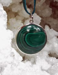 Wearing crystals round malachite pendant