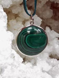 Wearing crystals round malachite pendant